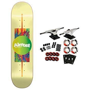 Skateboards color amarillo
