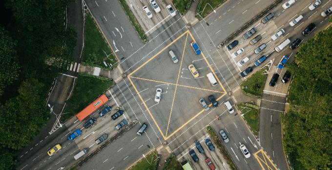 """El Futuro es Híbrido: Por qué necesitamos """"Control de Tráfico Aéreo"""" para los vehículos"""