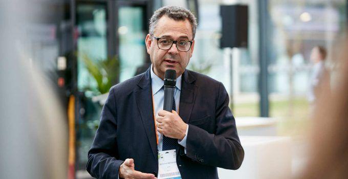 Las soluciones de movilidad pública y privada que necesitan las ciudades: Entrevista con Mohamed Mezghani de la UITP