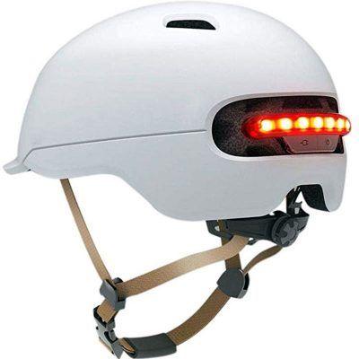 Cascos blancos patinetes eléctricos