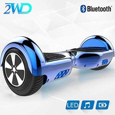 Cascos turquesas patinetes eléctricos